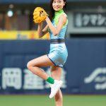見事ストライクに「すごくホッとしています」―『インクレディブル・ファミリー』ヴォイド役・小島瑠璃子が始球式登板