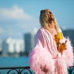 """マシュー・マコノヒーが演じる""""破天荒な放蕩詩人""""とクレイジーな 仲間たちの終わりなきビーチ・パーティ!―『ザ・ビーチ・バム』4月公開決定"""