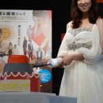 『人生スイッチ』イベントで紫吹淳がスイッチ型のケーキ入刀!