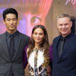 アリシア・ヴィキャンデル、小林直己の演技に「ストーリーを目で語れるというのは素晴らしい」と称賛―第32回東京国際映画祭『アースクエイクバード』記者会見