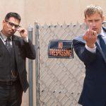 アレクサンダー・スカルスガルドとマイケル・ペーニャが極悪警官コンビを演じるクライム・コメディ『バッドガイズ!!』来年2月公開!