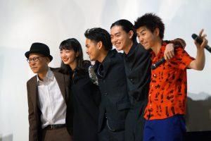 左から、真利子哲也監督、小松菜奈、柳楽優弥、菅田将暉、村上虹郎