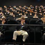 映画のTシャツを着てサプライズ登壇の岡田将生&志尊淳「これ私服だもんね(笑)」―『さんかく窓の外側は夜』ティーチインイベント
