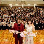 場内大興奮の中で吉沢亮「一生懸命頑張っている人が好き」―『ママレード・ボーイ』京都の高校を桜井日奈子&吉沢亮がサプライズ訪問