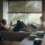 柔らかい光と緑に包まれた中山美穂とキム・ジェウクの姿から目が離せない―『蝶の眠り』本編映像解禁