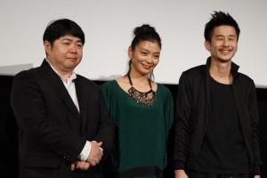 左から、福山功起監督、田畑智子、裵ジョンミョン