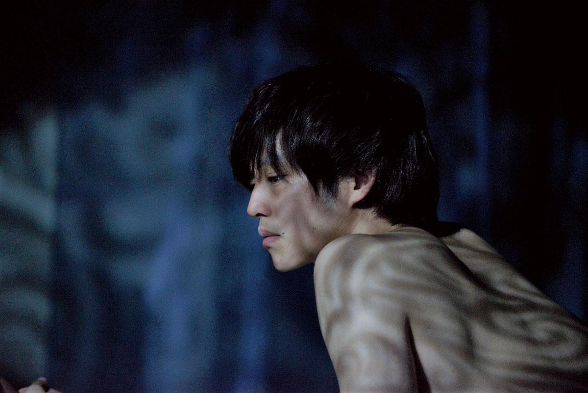 性の極限を描いた石田衣良の恋愛小説を映画化した『娼年』で、ドラマの撮影から本作までわずか1.5日で切り替えたエピソードが明かされ、併せてWEB初解禁となる場面