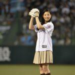 惜しくもツーバウンドに「ちょっとだけ自信があったんです・・・」―『心が叫びたがってるんだ。』石井杏奈が始球式に登場!