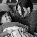 芳根京子が母親の顔を見せる場面写真&注目の子役・鈴木咲とのオフショット!―『Arc アーク』〈場面写真&オフショット〉解禁