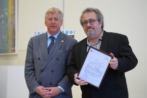 左から、ジャコ・ヴァン・ドルマル監督、ギュンテル・スレーワーゲン駐日ベルギー王国大使