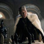 ジュード・ロウ演じる暴君ヴォ―ティガンに迫る!―『キング・アーサー』特別映像