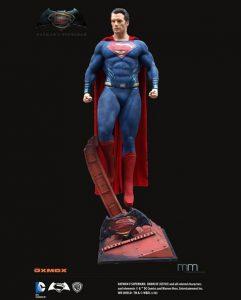 スーパーマン等身大フィギュア