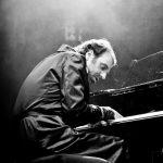 ダフト・パンク、ビョーク、ジェーン・バーキンらが心酔する<狂気>の天才ピアニスト、チリー・ゴンザレスの魅力に迫る!―『黙ってピアノを弾いてくれ』公開決定