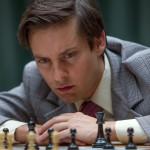 トビー・マグワイアが天才チェスプレイヤーを演じる「完全なるチェックメイト」予告編公開!
