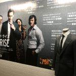 トム・ヒドルストン着用の衣装が東京・大阪を巡回!―「ハイ・ライズ」衣装展&等身大パネル展示