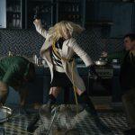 シャーリーズ・セロンが体を張ったアクションで部屋からの脱出を図る!―『アトミック・ブロンド』本編映像解禁