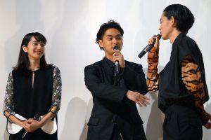 左から、小松菜奈、柳楽優弥、菅田将暉