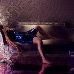 まさにファッションの世界にふさわしいこだわり抜いた衣装に注目!―『ネオン・デーモン』新場面写真解禁