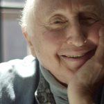 イーサン・ホークを救った89歳のピアノ教師―「シーモアさんと、大人のための人生入門」予告編解禁