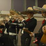 """イーサン・ホークが伝統衣装に身を包みメキシコの""""マリアッチ""""に―『ブルーに生まれついて』新場面写真"""