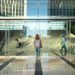 エマ・ワトソンらが働くSNS企業のオフィスを大公開!―エマ・ワトソン×トム・ハンクス『ザ・サークル』新場面写真一挙解禁
