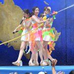 """""""近すぎ""""の次は""""濡れすぎ""""!―USJでAKB48史上最高の""""びしょ濡れ""""ライブ開幕!"""