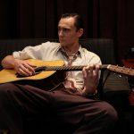 トム・ヒドルストンが自ら歌う―伝説のシンガー、ハンク・ウィリアムスを描いた「アイ・ソー・ザ・ライト」10月公開決定