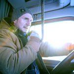 リーアム・ニーソンが地下に閉じ込められた26人の命を救うために巨大トラックで突き進む!―『アイス・ロード』公開決定