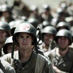 実際に戦争に派遣された退役軍人が演じる追及されたリアリティ―『ハクソー・リッジ』本編映像解禁