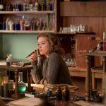 """主人公ジョーンの若かりし頃を演じたソフィー・クックソンが語る""""機密情報漏洩の理由""""―『ジョーンの秘密』〈インタビュー映像〉解禁"""