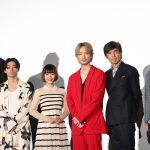 真っ赤なスーツの綾野剛に村上虹郎「今日ライブですか?」―『楽園』初日舞台挨拶