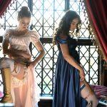 ちょっぴりセクシーでデンジャラスな舞踏会への身支度―「シンデレラ」のリリー・ジェームズ主演「高慢と偏見とゾンビ」新場面写真解禁
