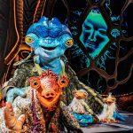 """ジム・ヘンソン・カンパニーが贈る""""宇宙人がホスト""""のトークショー!―Disney+『宇宙人ネッドのトークショー』日本初登場"""