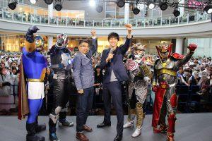 左から、イヌナキン、地球戦士ゼロス、豊島圭介監督、東出昌大、忍ジャガー、フドウリ