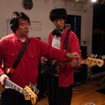 松坂桃李、原作者・劔樹人からべースの演奏始動を受けるも練習に大苦戦!?―『あの頃。』〈メイキング写真〉解禁