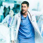 病院の改革に挑む型破りな一人の医師の姿を描く感動の海外ドラマ―『ニュー・アムステルダム 医師たちのカルテ』DVD発売決定