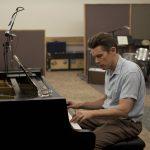 多彩な実力派俳優イーサン・ホークが伝説のトランペッターを演じるまでの軌跡―『ブルーに生まれついて』新場面写真解禁