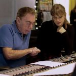 テイラー・スウィフト、アンドリュー・ロイド=ウェバーと共同制作した新曲に「最高の歌を作ろうと意気込んだわ」―映画『キャッツ』〈メイキング映像〉解禁