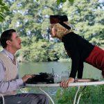 名作戯曲が80年の時を超えて現代に蘇る―『ブライズ・スピリット~夫をシェアしたくはありません!』10月公開決定
