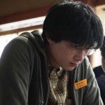メガネをかけた吉沢亮!自ら作り上げたキャラクターに注目―『AWAKE』〈場面写真〉解禁