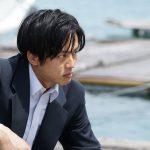 新人刑事・日岡秀一を演じる松坂桃李が血まみれの姿に・・・―『孤狼の血』新場面写真解禁